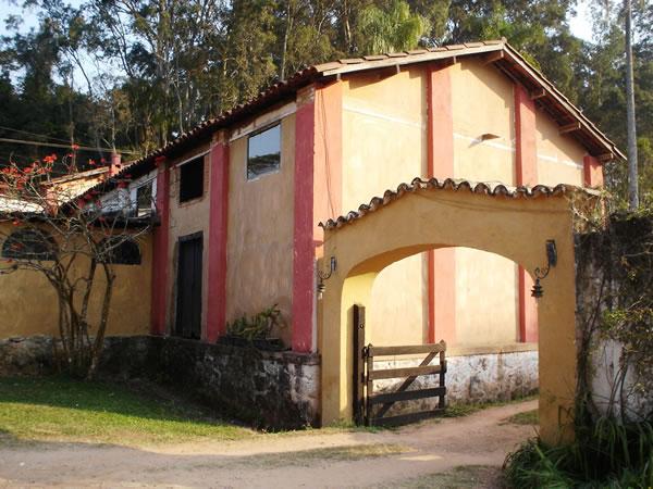 entrada-do-alambique-da-fazenda-paraiso