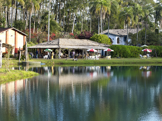vista-do-restaurante-a-beira-do-lago